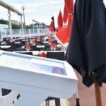 parasols rouges et noirs